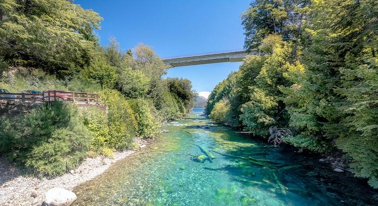Puente sobre el río Limay