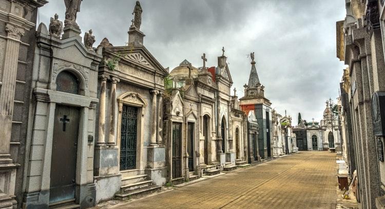cementerio de recoleta en buenos aires