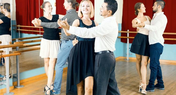 Parejas bailando tango