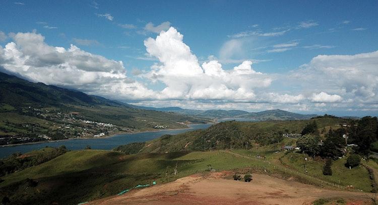 Vista panorámica del Lago Calima