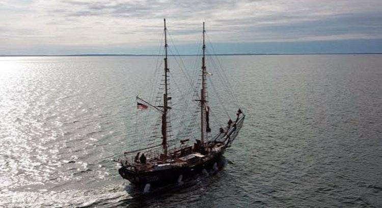 Barco pirata en el mar Caribe