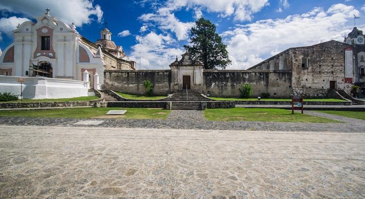 Estructuras antiguas, suelo de piedra e iglesias, Santa Gracia, Cordoba