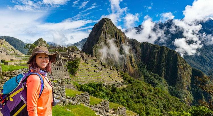Mujer en Machu Picchu