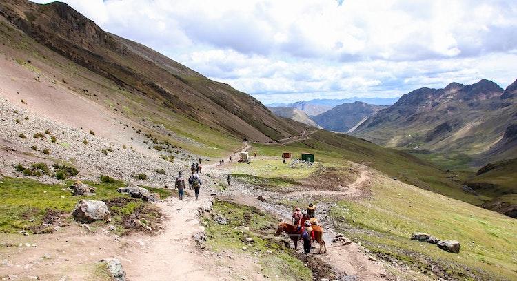 Caballos Montaña Arcoiris