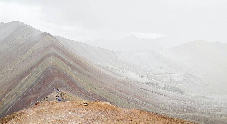 Montanha Vinicunca clima nublado