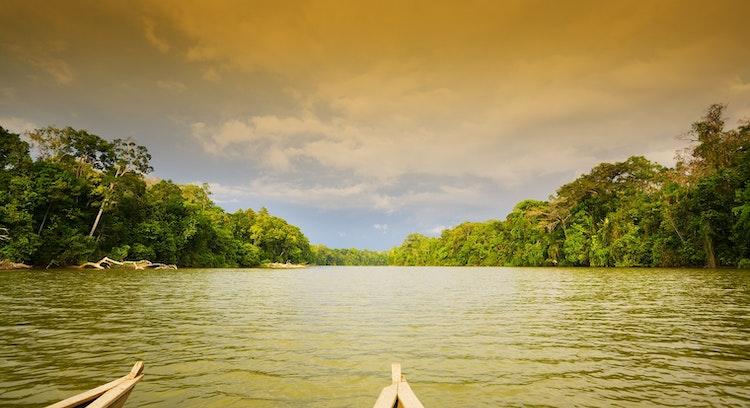 Canoa em Parque Nacional Manu
