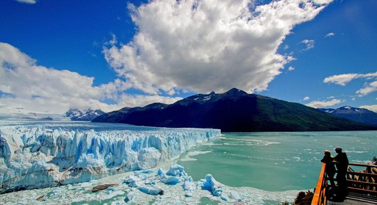 People on viewpoint watching the Perito Moreno glacier, El Calafate