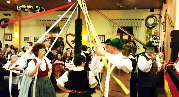 Danças típicas alemãs no Brasil