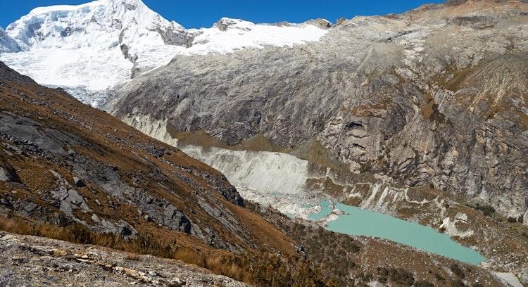 Montanhas em Lagoa Llaca