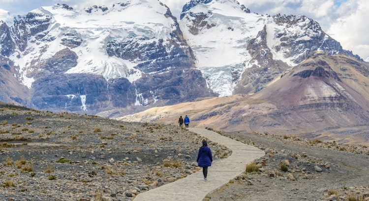 Pessoas em Trilha Base Nevado Pastoruri