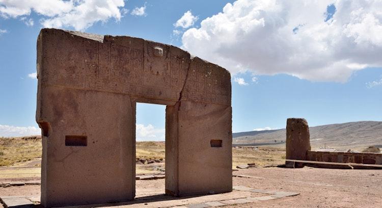 Dia inteiro Tiwanaku com sol na Bolívia