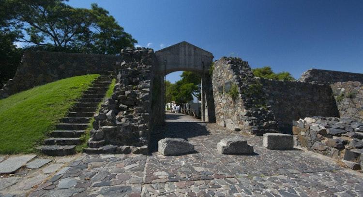 Portal de la ciudadela de Colonia