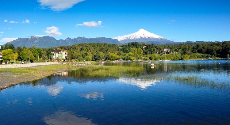Lago Villarrica e vulcão em Pucón