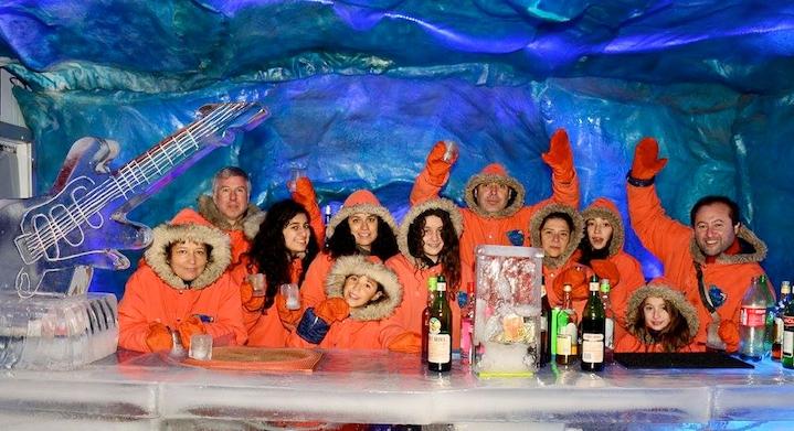 Personas en Icebar