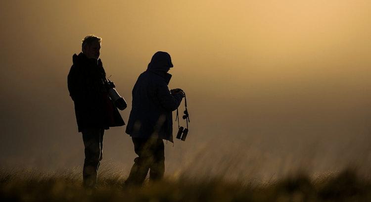 Pareja tomando fotografías en Patagonia