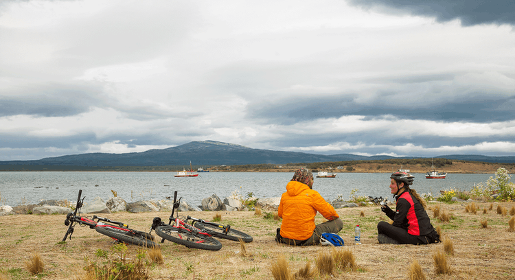 tourists resting on a bicycle tour around Puerto Natales