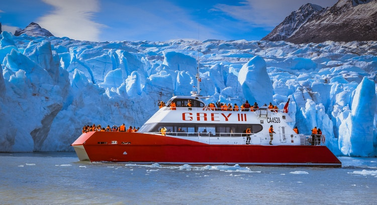 Barco en glaciar Grey
