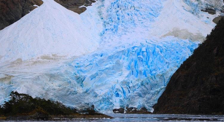 Paredes Glacier