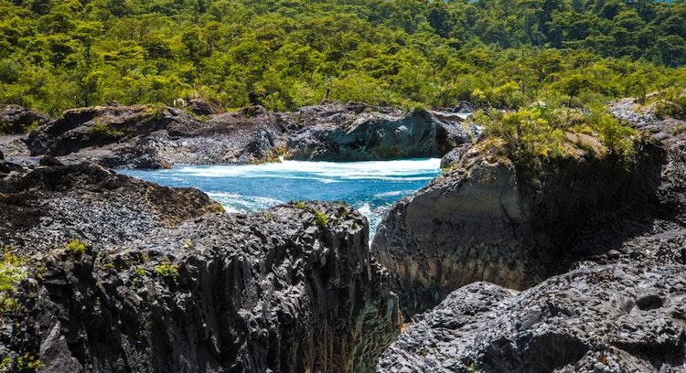 Tour Saltos del Petrohue, bosques nativos Rio Petrohue