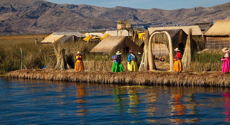 Ilhas flutuantes de Uros no Peru
