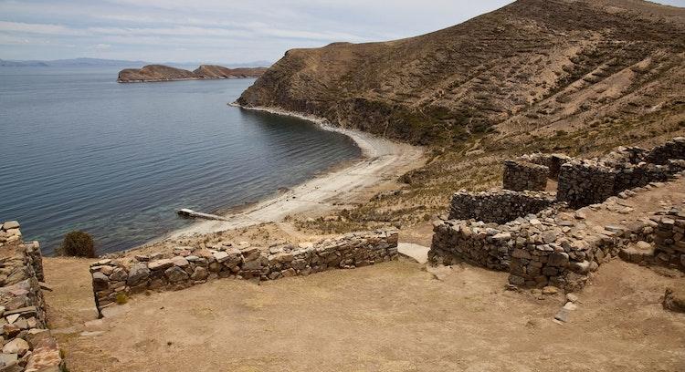Isla del Sol en lago Titicaca