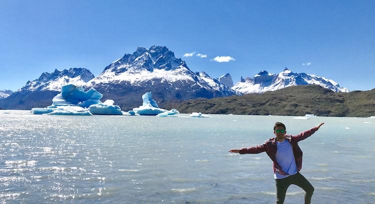 Grey lake Icebergs