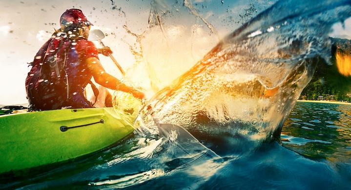 Persona haciendo kayak