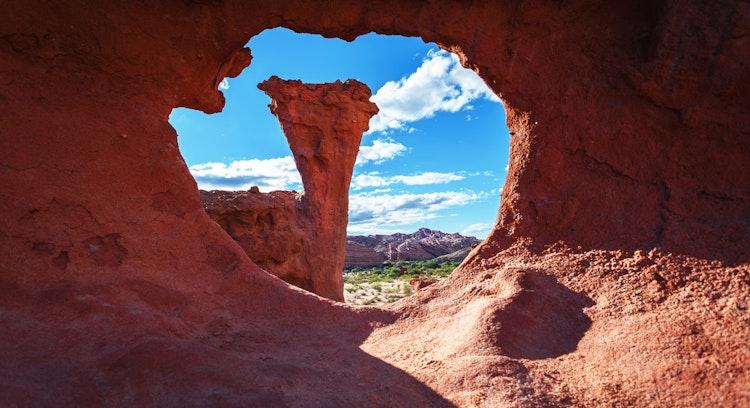 Roca con hoyo circular