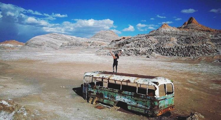 Bus mágico en desierto