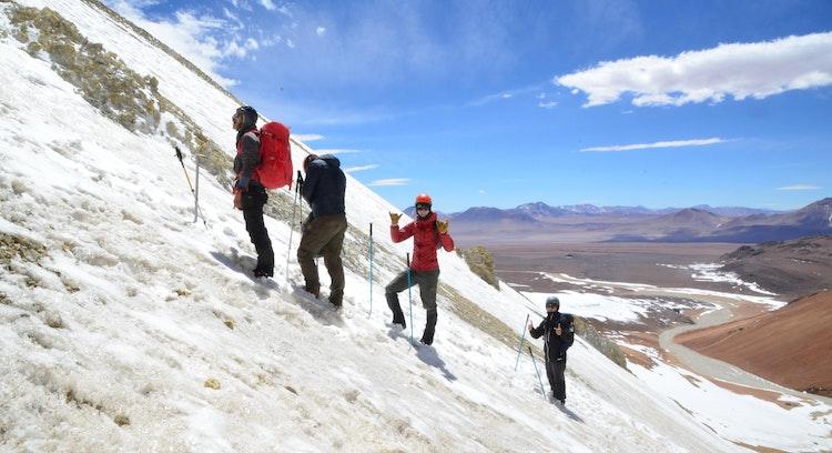 Ascenso al Cerro Toco con nieve