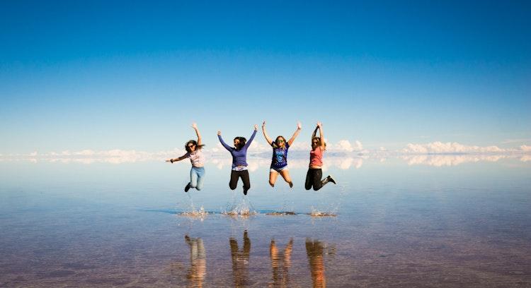 Salte na água Salar de Uyuni