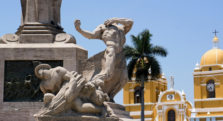 Monumento a Libertad y Catedral