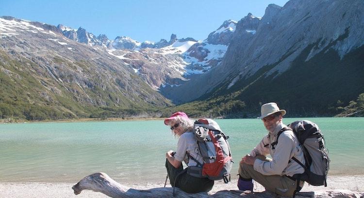 Casal em Lagoa Esmeralda em Ushuaia